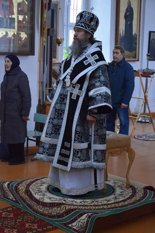 В Великую Среду епископ Максим совершил Литургию Преждеосвященных Даров в Троекуровском монастыре