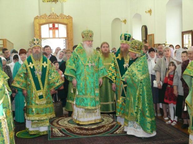 Три архиерея посетили Троекуровскую обитель