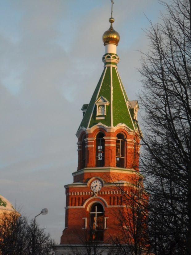 Башенные часы на колокольне Троекуровского монастыря